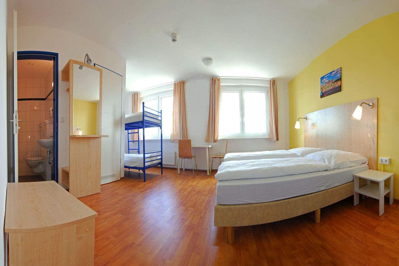 Reiseschein Hotelgutschein Gutschein Kurzreise Kurzurlaub Reise Geschenk 2 Tage Kurzurlaub in Berlin im a/&o Berlin Mitte