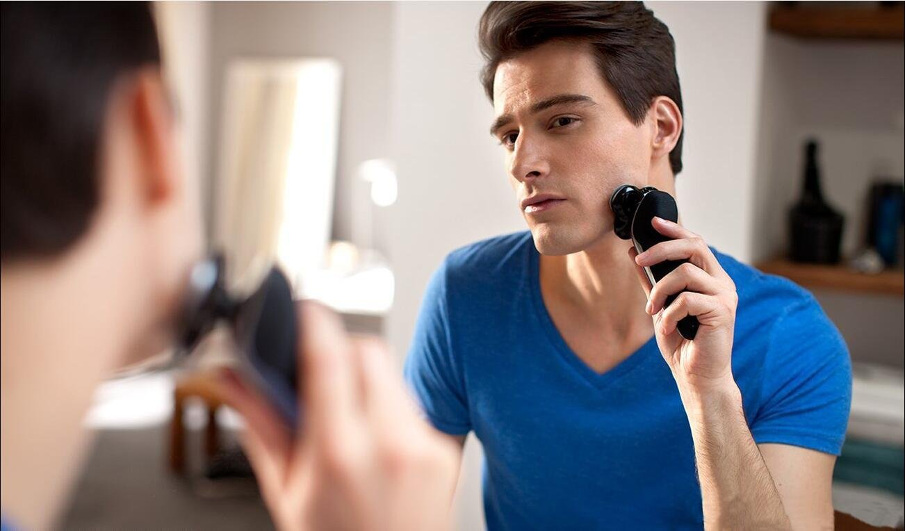 Electric Shaver,Power Series Rotary Shaver,Wet and Dry Men's Electric Razor With Nose Trimmer and Sidebums Razor Waterproof Black Blue