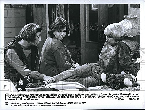 """1992 Press Photo Actress Lecy Goranson & Laurie Metcalf In """"Roseanne"""""""