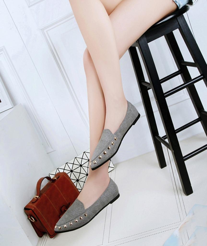 Los zapatos planos del barco del remache de las mujeres calzan los zapatos  cómodos deslizantes cómodos de las señoras gris cca54075e0ee