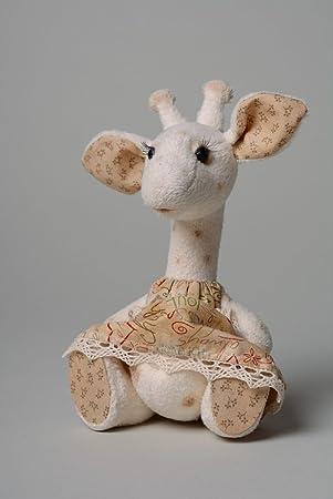 Juguete hecho a mano de peluche para ninos con forma de jirafa blanca en vestido