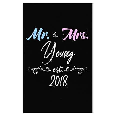 Amazon.com: Mi familia Tee Mr y Mrs Young est. 2018 apellido ...