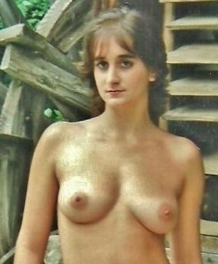Mature posing porn pics