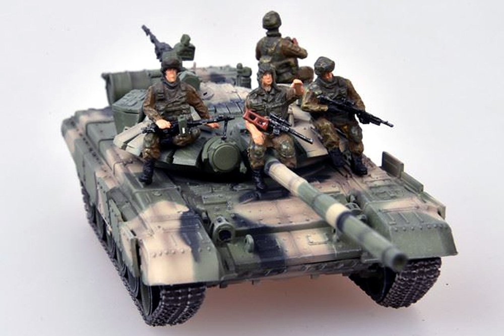 T-72 (T-72BM) Russian Tank with Four Soldiers - Chechnya 2010 - 1/72 Scale Model