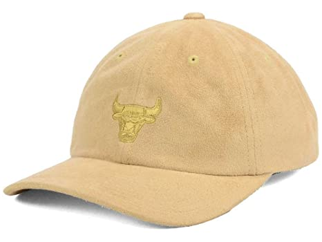 a3bf1603 Mitchell & Ness NBA Micro Suede Slouch Strapback Dad Hat (Adjustable,  Chicago Bulls,