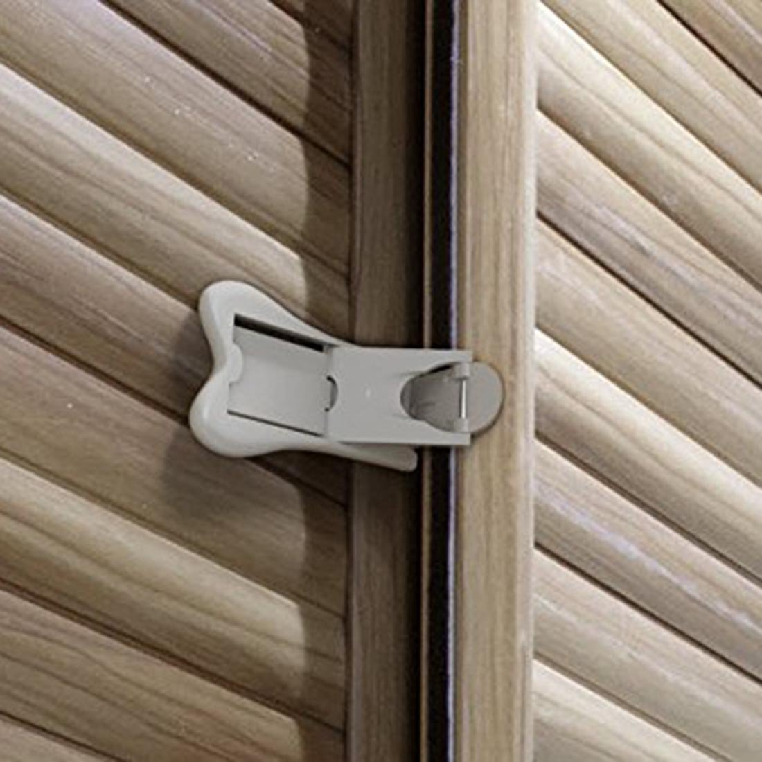 Porte coulissante pour verrou de sécurité enfant - Bébé Proof Armoires de  portes +. Sécurité optimale de votre maison avec pas de vis ou de perceuse  par ... 5c8106979a0