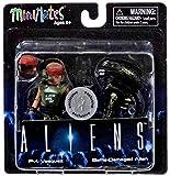 Aliens Minimates Series 1 Pvt. Vasquez & Battle-Damaged Alien Exclusive 2