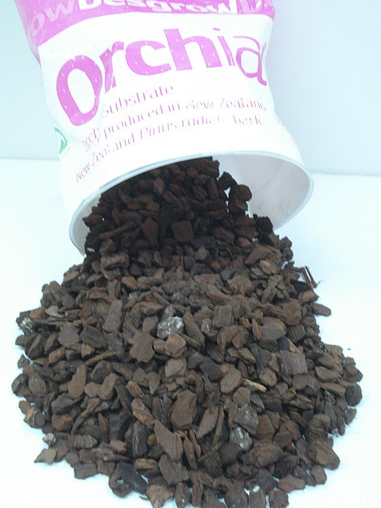 "Orchiata New Zealand Pinus Radiata Bark - Medium Chips (1/2"") 1 Gallon Bag"