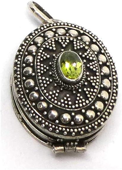 Peridot Medaillon Schmuck Silber edler Steinschmuck kunstvoll verziert Hand geschmiedet