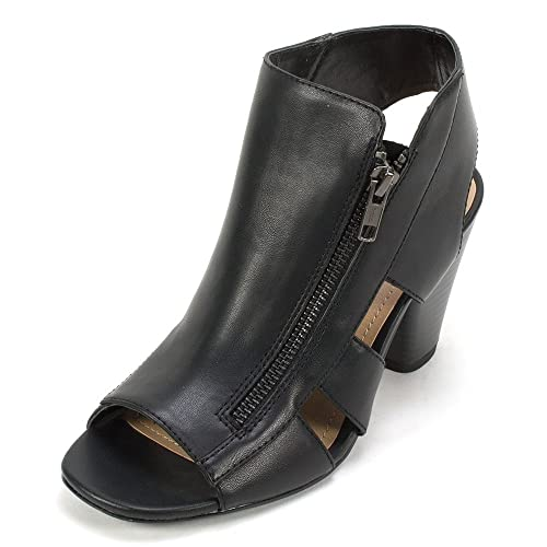 Lyndsey' Women's Bootie Black - 7 M
