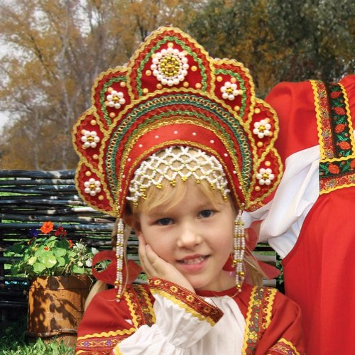 Traditional Russian Folk Costumes (Russian Folk Girl's Headdress, Kokoshnik Dlya Devochki (Red))