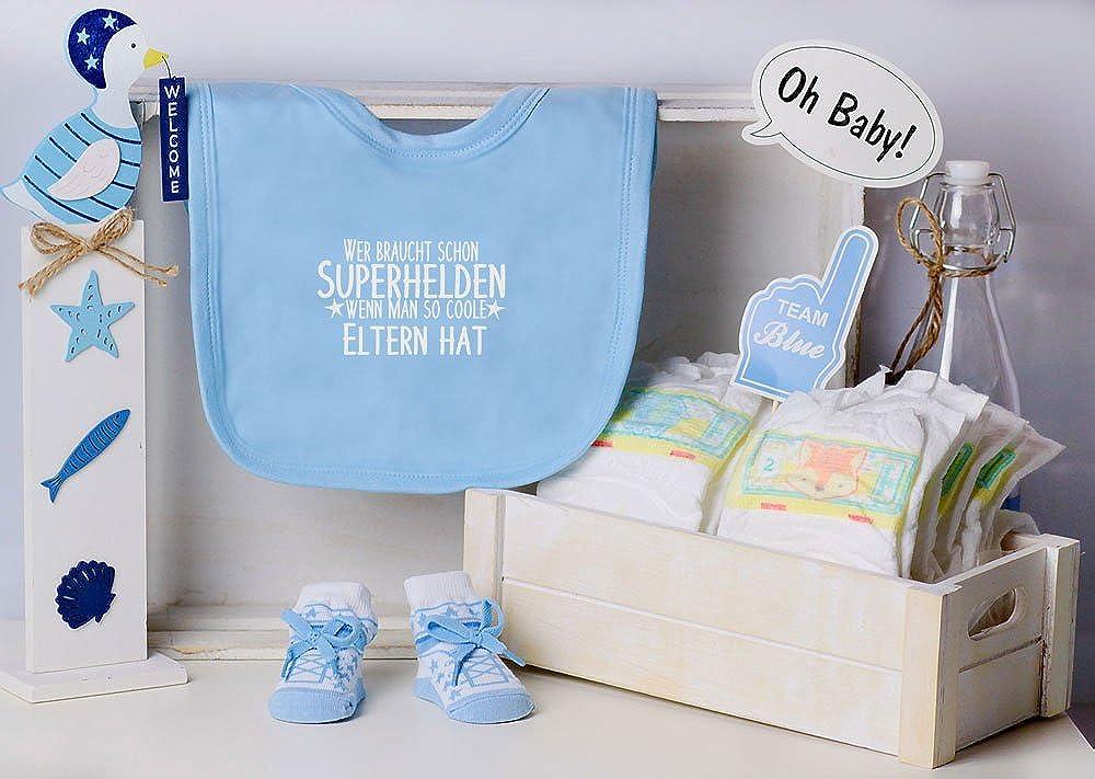Trend Mama Windeltorte hellblau Junge L/ätzchen Sneaker Babysocken Wer braucht schon Superhelden wenn man so coole Eltern hat