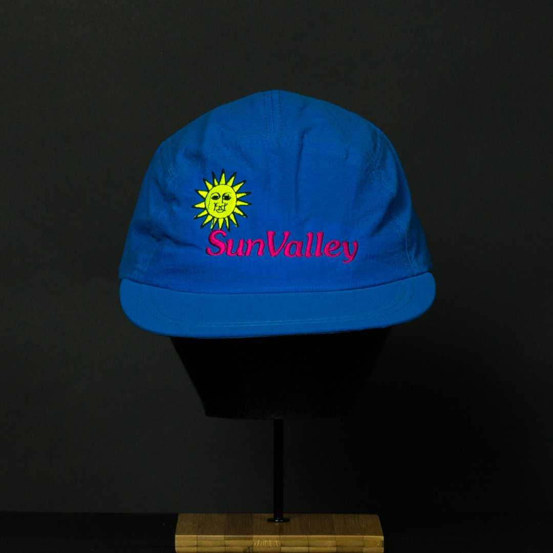 a6a4adc817d Amazon.com  Sun Valley 5-Panel Blue Vintage Hat  Clothing