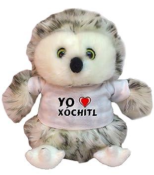 Búho de peluche con Amo Xóchitl en la camiseta (nombre de pila/apellido/
