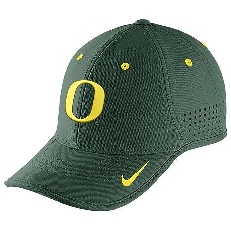 Amazon.com   Nike Oregon Ducks Dri-FIT Coaches Cap - Green   Sports ... d2732ac74b3