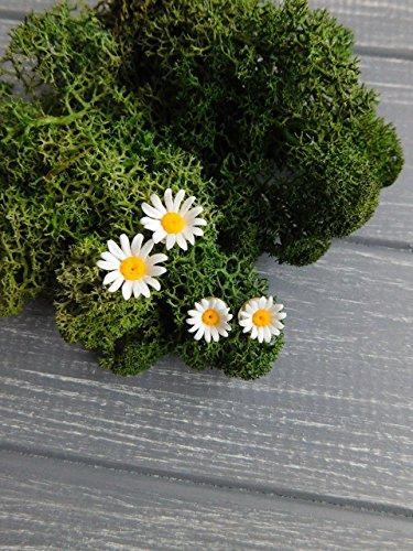 Daisy earrings Small earrings Floral stud earrings White earrings Clay jewelry Tiny flower earrings Chamomile posts