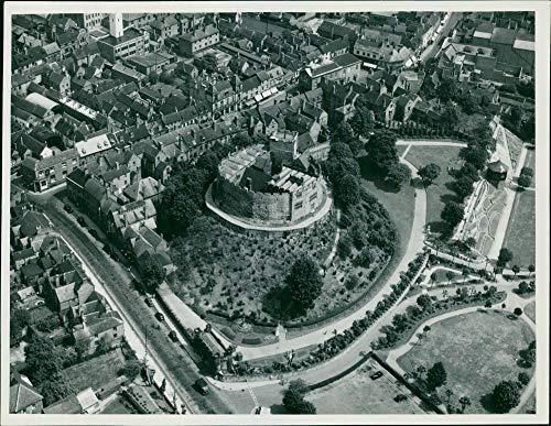 (Vintage photo of Tamworth Castle:Aero films limited.)