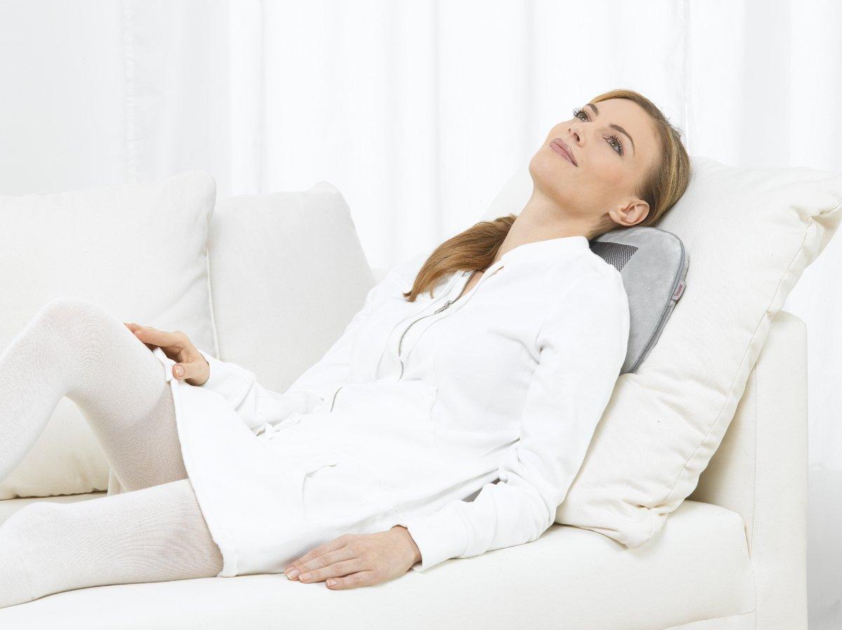 Nackenmassage mit dem Beurer Massagekissen