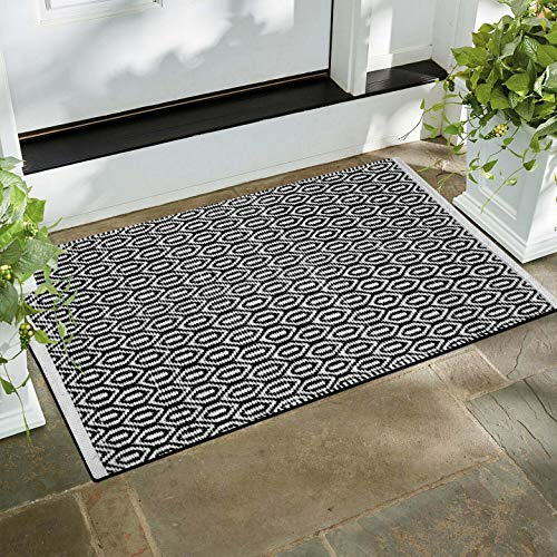 Fernish Décor 100% Contemporary Cotton Scandinavian Area Rug Fully Reversible, Size-21X34 inch, Machine Washable, Black/White, Unique for Bedroom, Living Room, Kitchen, Nursery and More