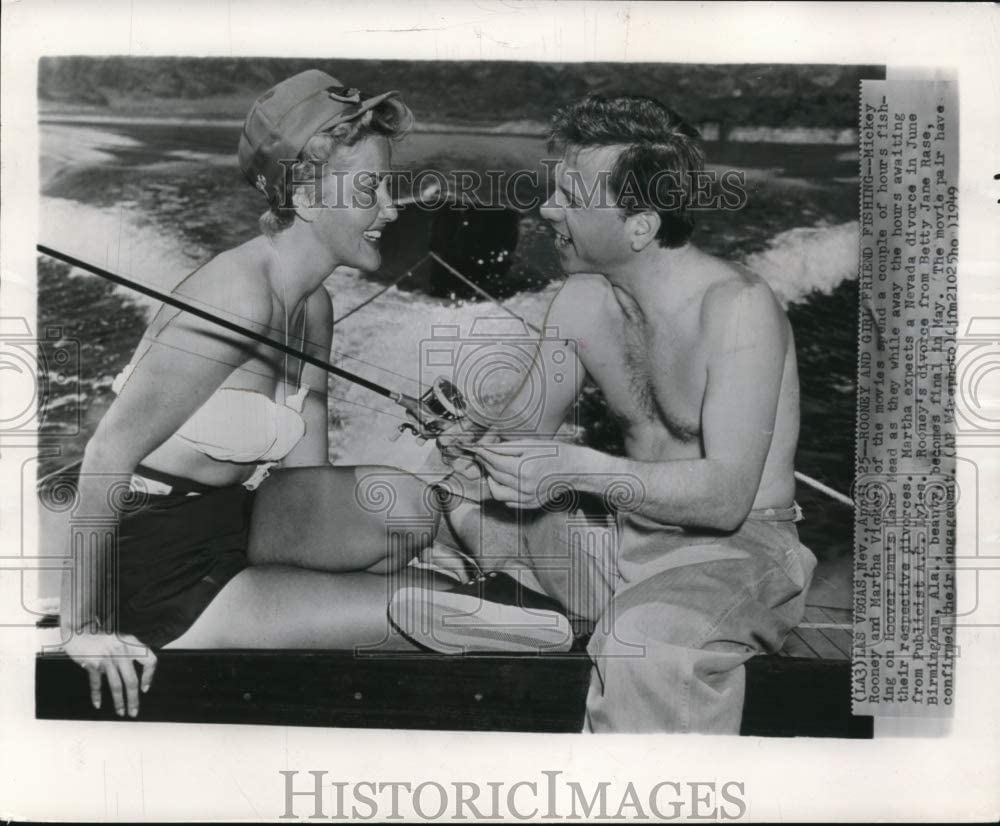 Historic Images 1949 Wire Photo Mickey and Martha Vickers Fishing on Hoover Dam's Lake Mead 8.25 x10
