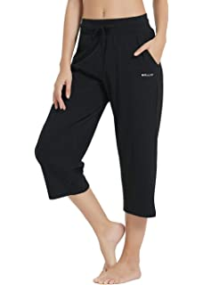 Spowind Womens Active Yoga Workout Bermuda Shorts,Gym Fitness Long Shorts with Pockets