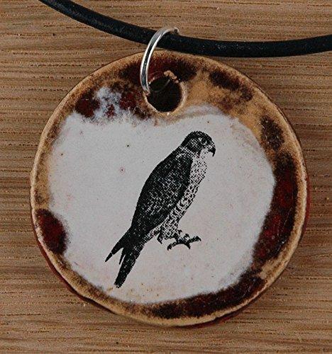 Echtes Kunsthandwerk: Toller Keramik Anhänger mit einem Falken; Greif, Greifvogel, Raubvogel