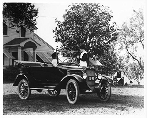 1919 Willys Overland Touring Model 4 Factory Photo