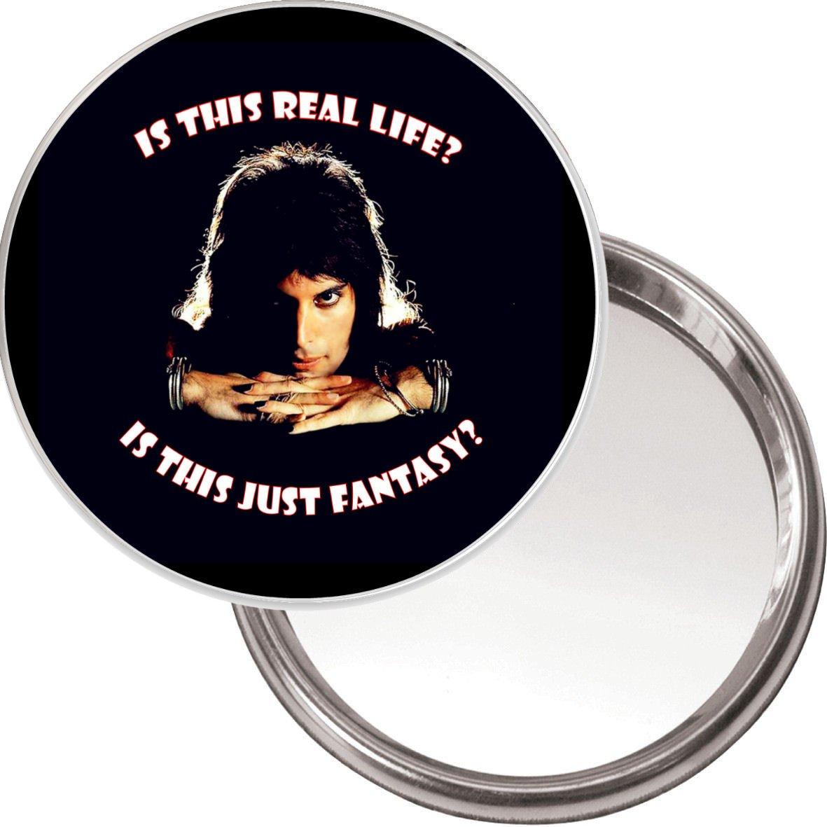 75 mm redondo botó n de maquillaje espejo con Freddy Mercury imagen'es esta la vida real? es este solo Fantasí a? De Bohemian Rhapsody. Se entrega en un color negro bolsa de organza. Yummy Grandmummy