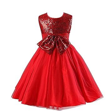 Vestido de fiesta azul con zapatos rojos