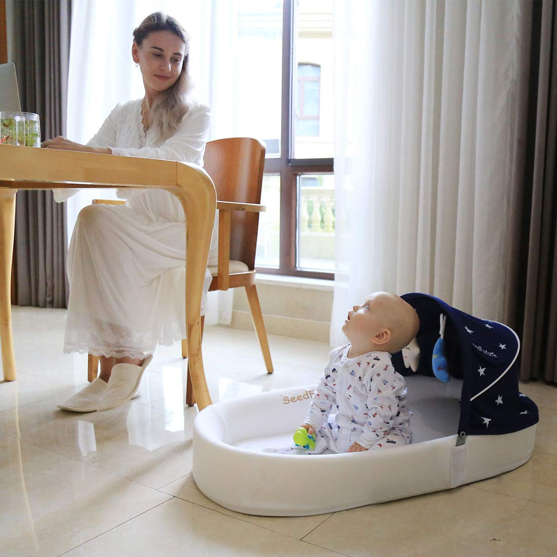 Travel Bassinets Suitable for Babies from 0-10 Months Portable Sleeper with 1 Canopy 1 Mosquito Net a 5/° Gentle Slope Mattress 2 Toys and a Backpack Which Can be Used as Mummy Bag Baby Lounger Bed