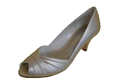 7a928fb717b3 Image Unavailable. Image not available for. Color  Naturalizer Women s Akin  Heel ...
