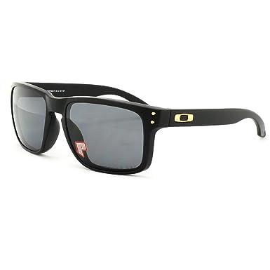 3050300a98e1 Oakley Holbrook Shaun White Signature Series Black OO9102 17 55-18 Medium  Polarized  Oakley  Amazon.co.uk  Clothing