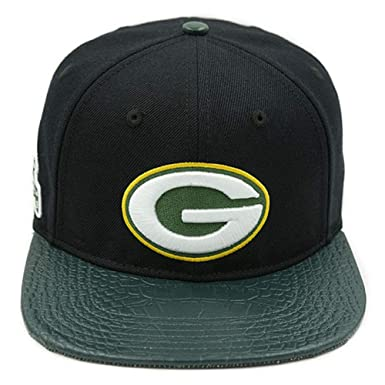 a54e4fe62 Image Unavailable. Image not available for. Color  Pro Standard Men s NFL  Green Bay Packers Logo Buckle Hat ...