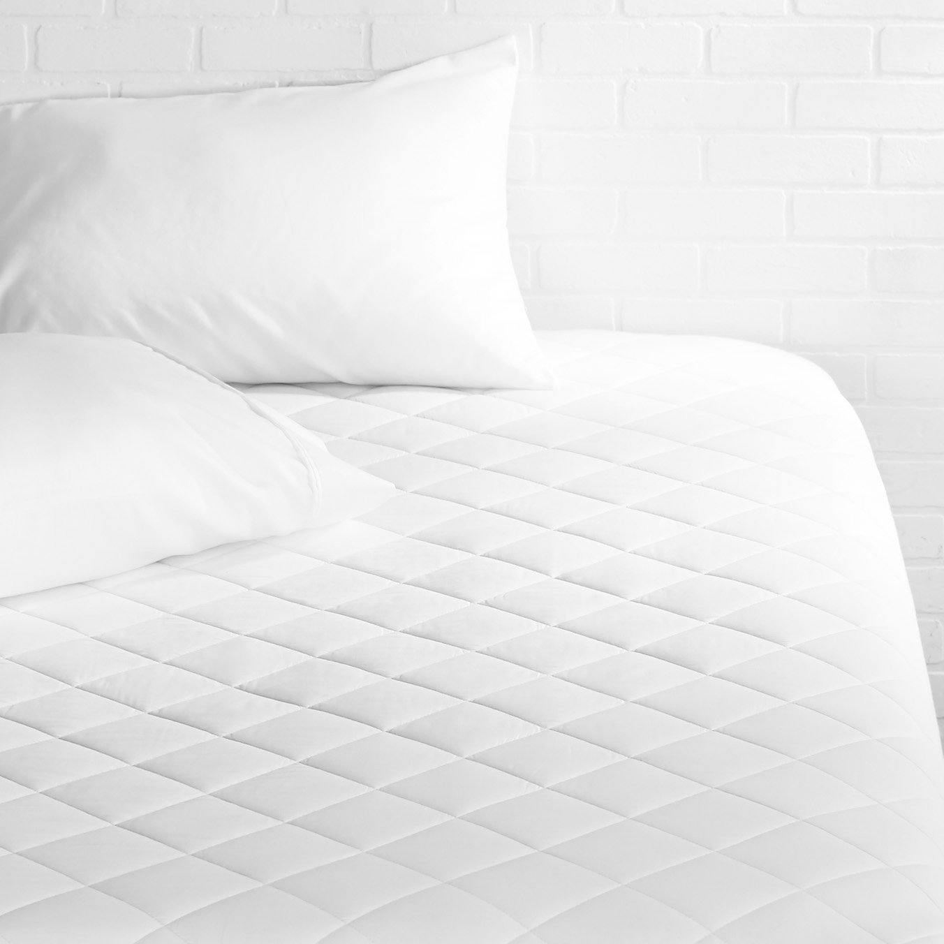 AmazonBasics Hypoallergenic Quilted Mattress Pad, 18'' Deep, Twin-XL