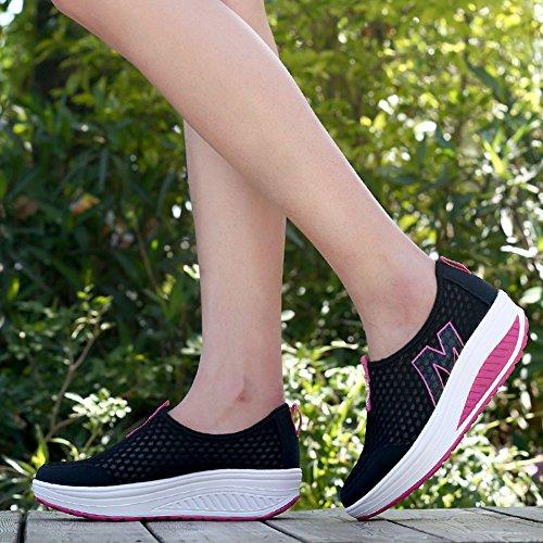 Plataforma De Los Zapatos De La Plataforma De Las Mujeres Calza La Zapatilla De Deporte Negro