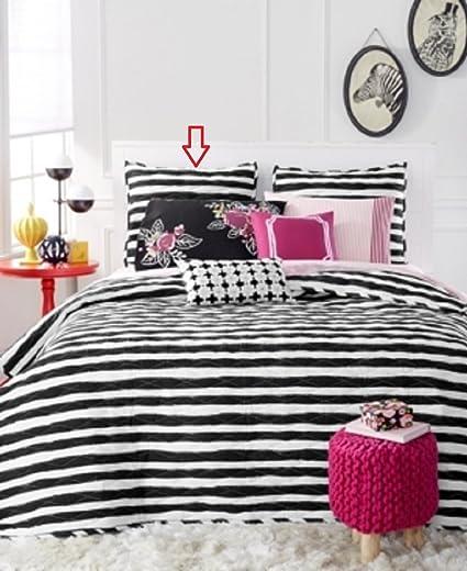 What is a standard sham bedding