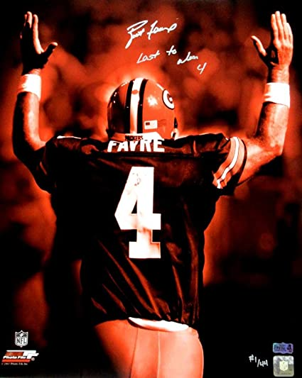 Brett Favre Signed Green Bay Packers Iconic 16x20 NFL Photo with quot Last  to Wear 4 quot 6b3b812cd