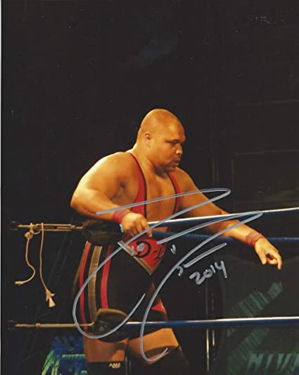 D Lo Brown Autoraphed Wwf Wwe Wrestling Color 8x10 Ring At Amazon S Sports Collectibles Store