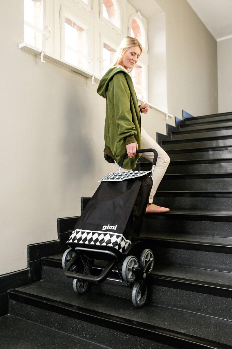 Treppensteigen mit einem Einkaufsshopper