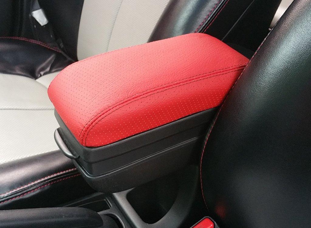Amazon.com: RedlineGoods Honda Fit 2008-13 cubierta de apoyabrazos de: Automotive