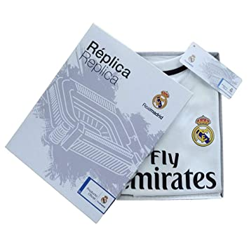 96b6535b5 Personalizador Kit Infantil Real Madrid Réplica Oficial Licenciado de la Primera  Equipación Temporada 2018-19 - Jugadores  Amazon.es  Deportes y aire libre
