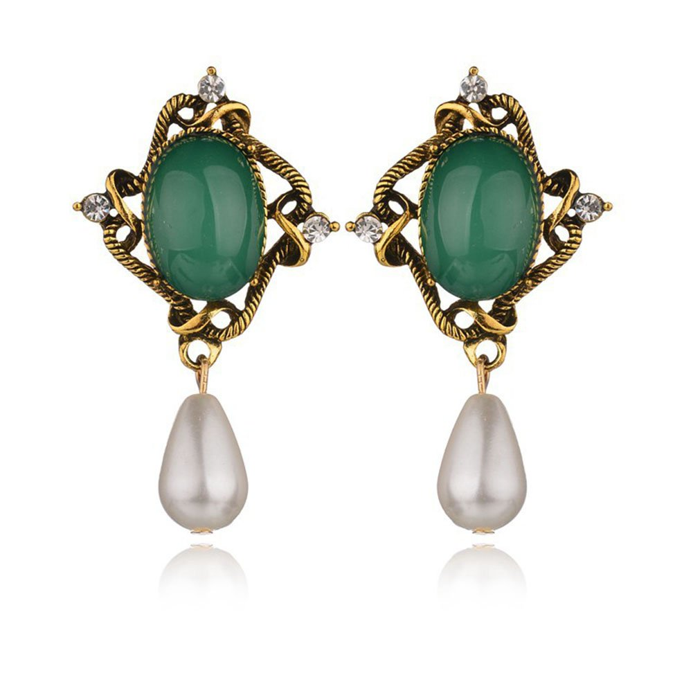 62d36a4d9 Amazon.com: Eoumy Statement Triangle Green Crystal Stud Earrings Elegant  Emerald Geometric Green Crystal Stud Earrings for Women: Jewelry
