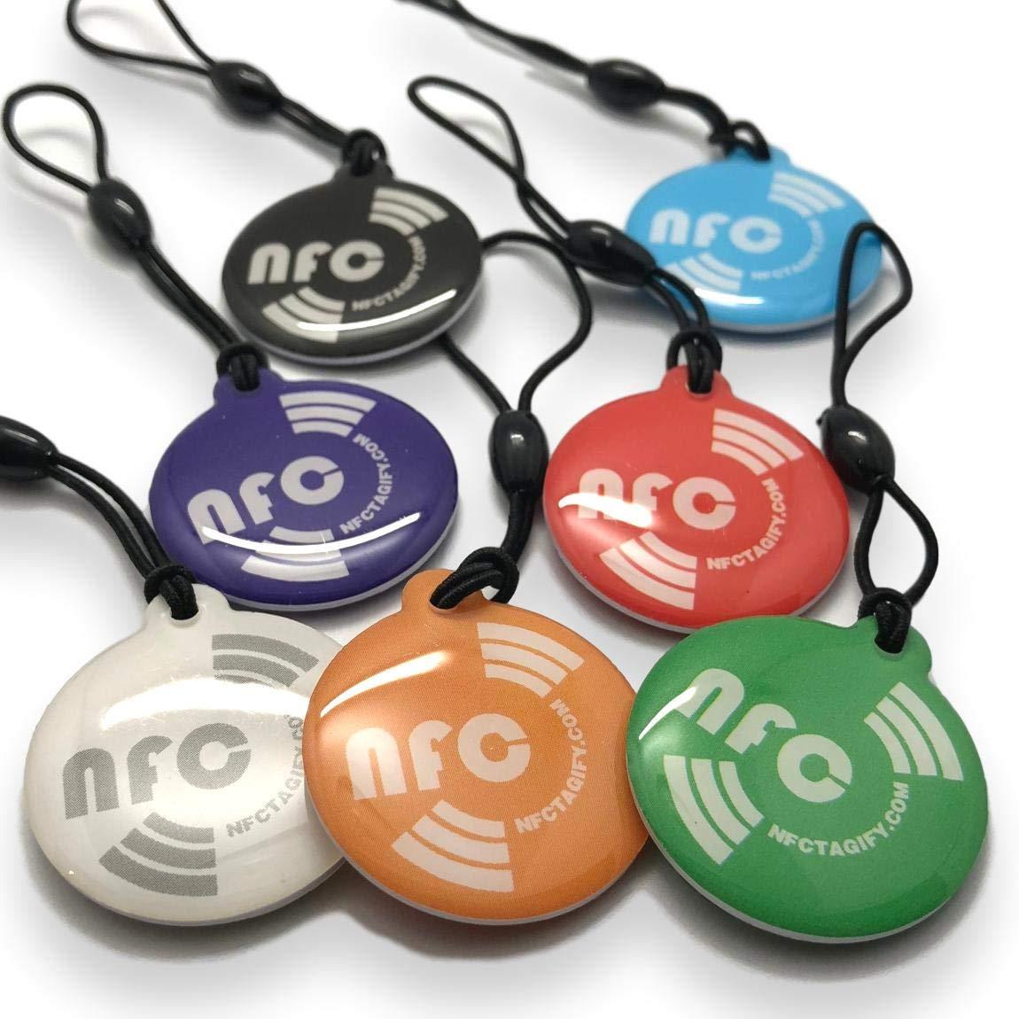 7 X NFC Tags | NXP Chip NTAG213 | memoria de 144 bytes | colores mezclados | colgar redondo | alta potencia de escaneo | Impermeable | Diseño elegante.