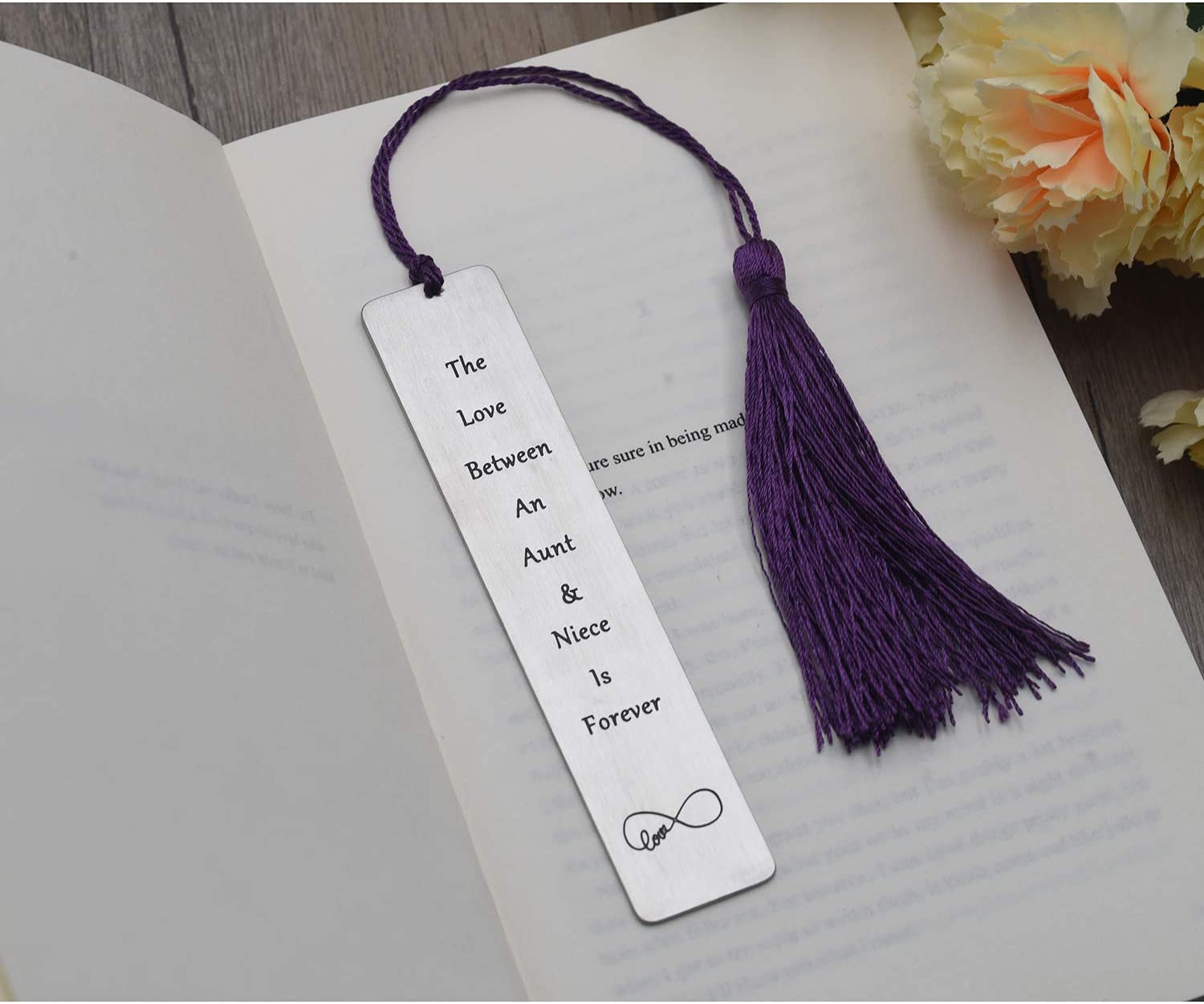 Aunt Gift from Niece The Love Between an Aunt and Niece is Forever Bookmark Gift for Aunts Aunties Birthday Gifts Sisters The Love Between an Aunt and Niece is Forever
