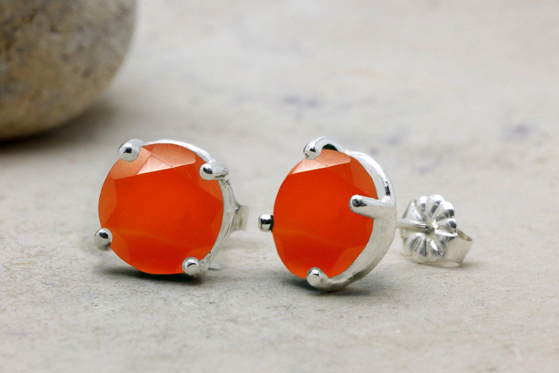 Red earrings,onyx earrings,bridesmaid earrings,bridesmaid gifts,stone earrings,post prong earrings,delicate earrings
