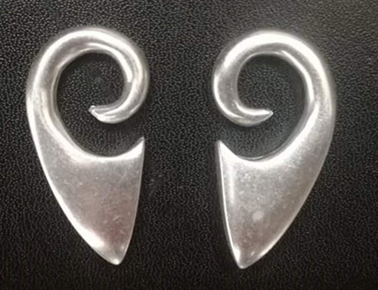 Pesos de oreja de pareja plateados plata para lóbulos estirados - Dos pendientes dilataciones orejas - Earrings Plugs CELTIC - Modelo original único hecho a ...