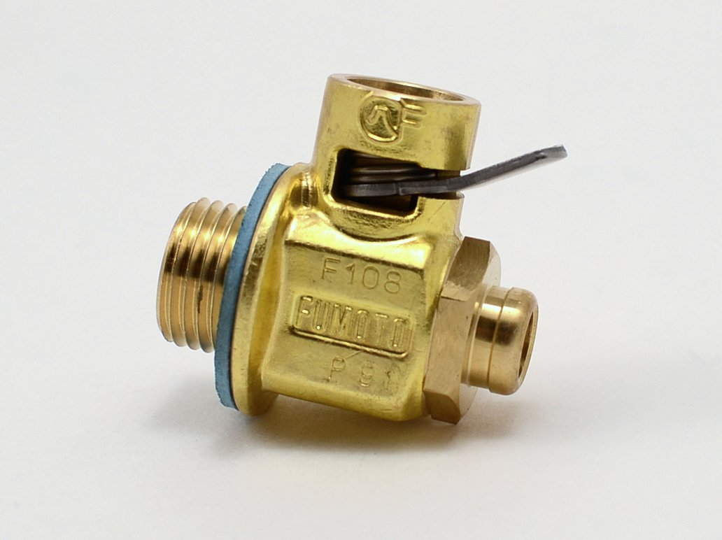 Fumoto F108S FS-Series Drain Valve with Short Nippple with Lever Clip