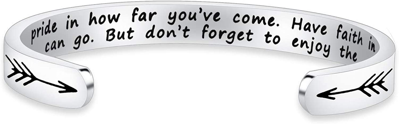 Portachiavi in acciaio inox con scritta in lingua ingleseTake Pride in How Far you have come idea regalo per laurea