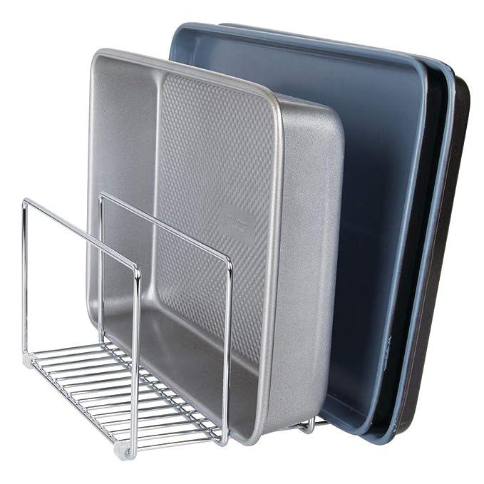 mDesign Soporte para sartenes y tapas en metal - Compacto organizador de tapaderas, bandejas de horno o tablas de cortar para armario o encimera ...