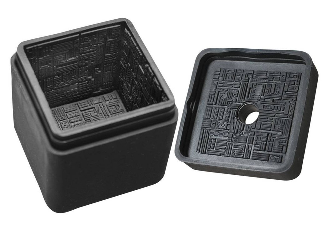 DIAMOND SELECT TOYS Star Trek: The Next Generation: Borg Cube Silicone Ice Cube Tray